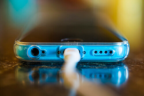 5 Myths to Ignore When Charging Your Smartphone